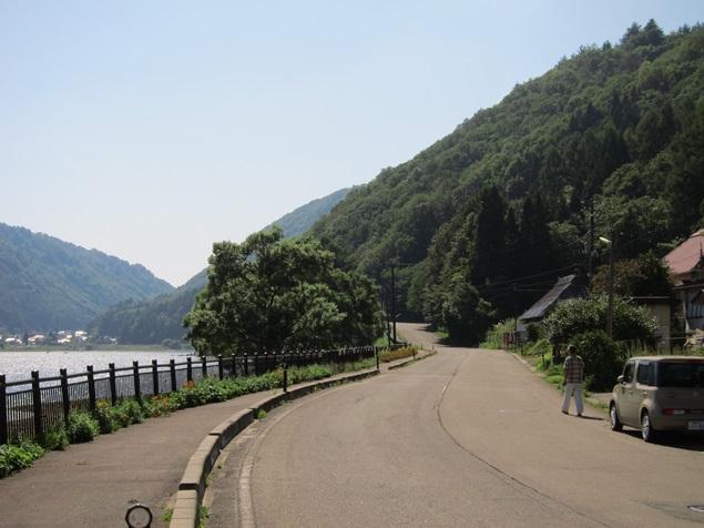 24_湖畔の道.JPG